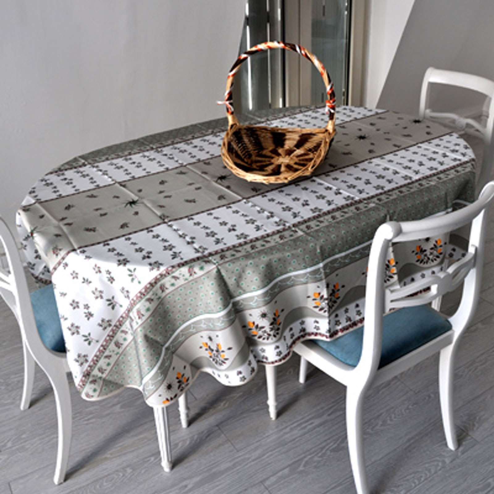 la brodeuse nappe ovale grise anti tache gris brandalley. Black Bedroom Furniture Sets. Home Design Ideas