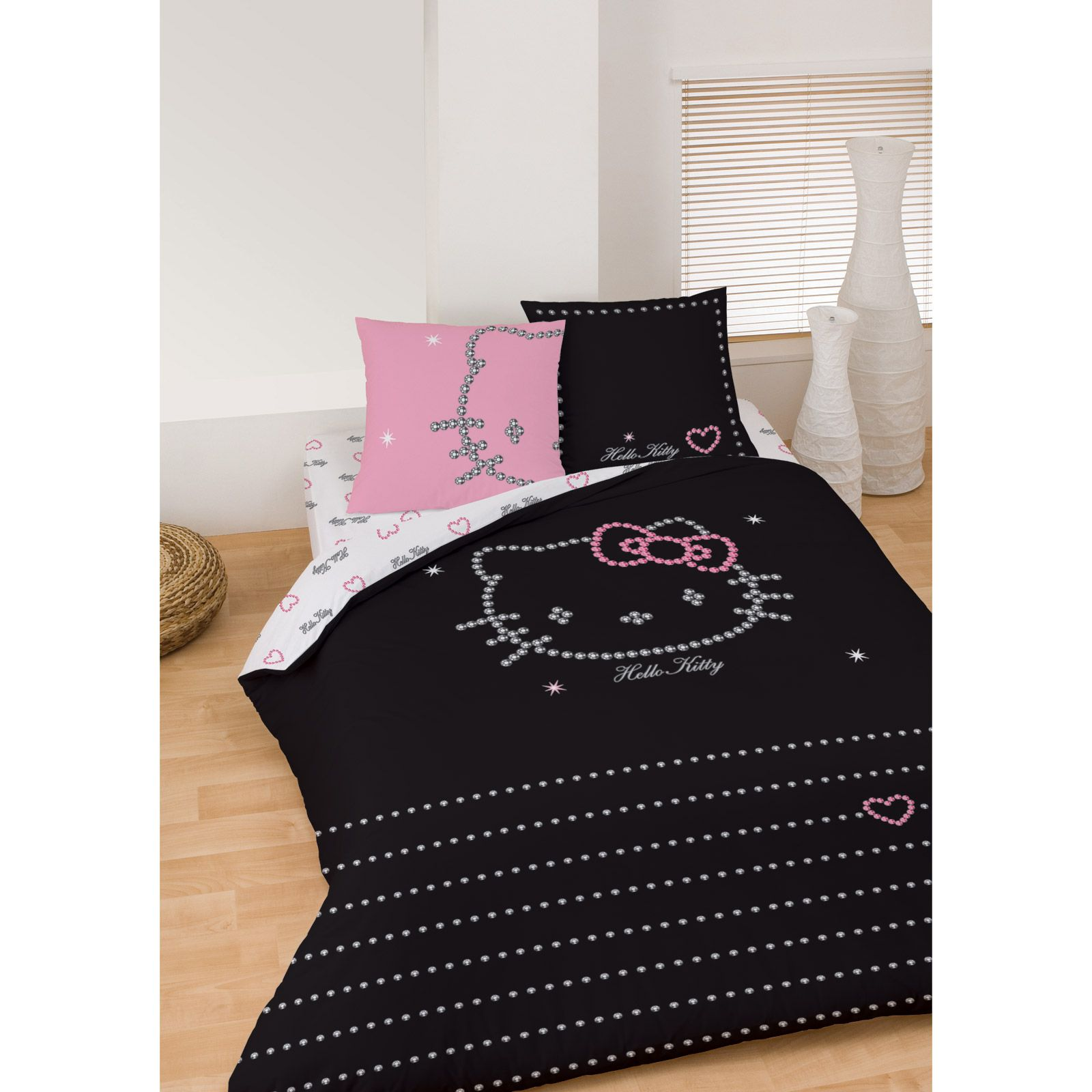 hello kitty hello kitty diamonds parure de lit noir. Black Bedroom Furniture Sets. Home Design Ideas