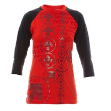 T-shirt rouge et noir