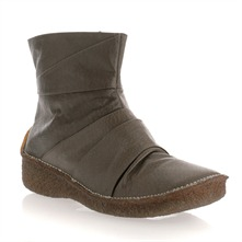 Brown Leather Moonmin Pleated Boots