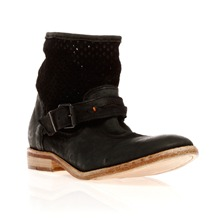 Boots ajoures en cuir noir dlav