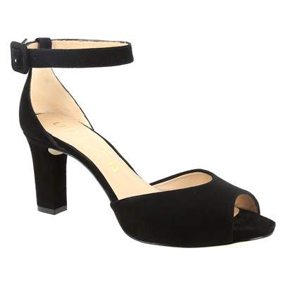 Model~Chaussures-c10945