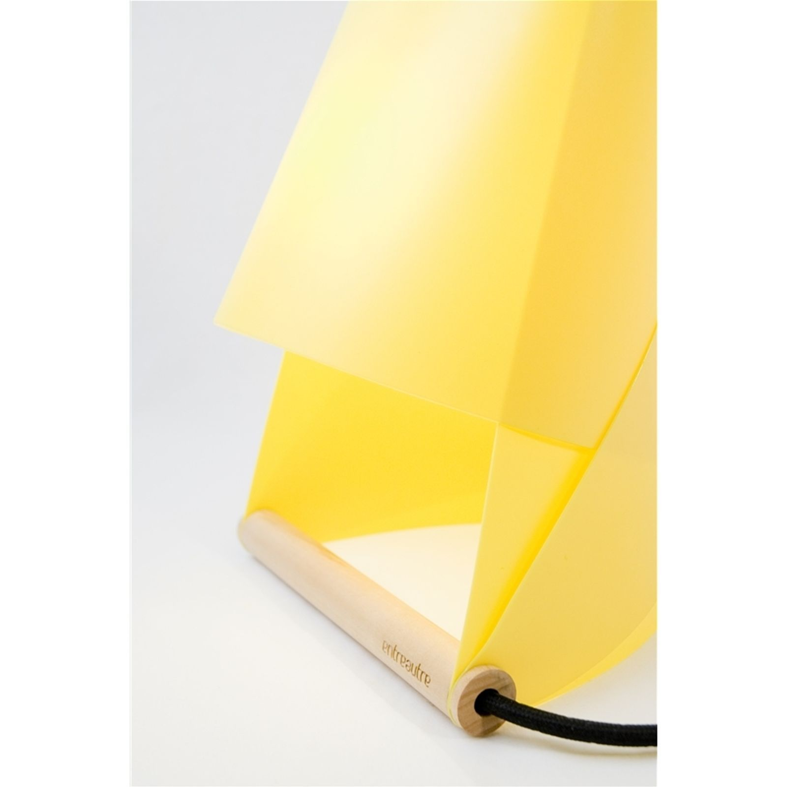 entreautre furoshiki lampe de chevet et de bureau jaune brandalley. Black Bedroom Furniture Sets. Home Design Ideas