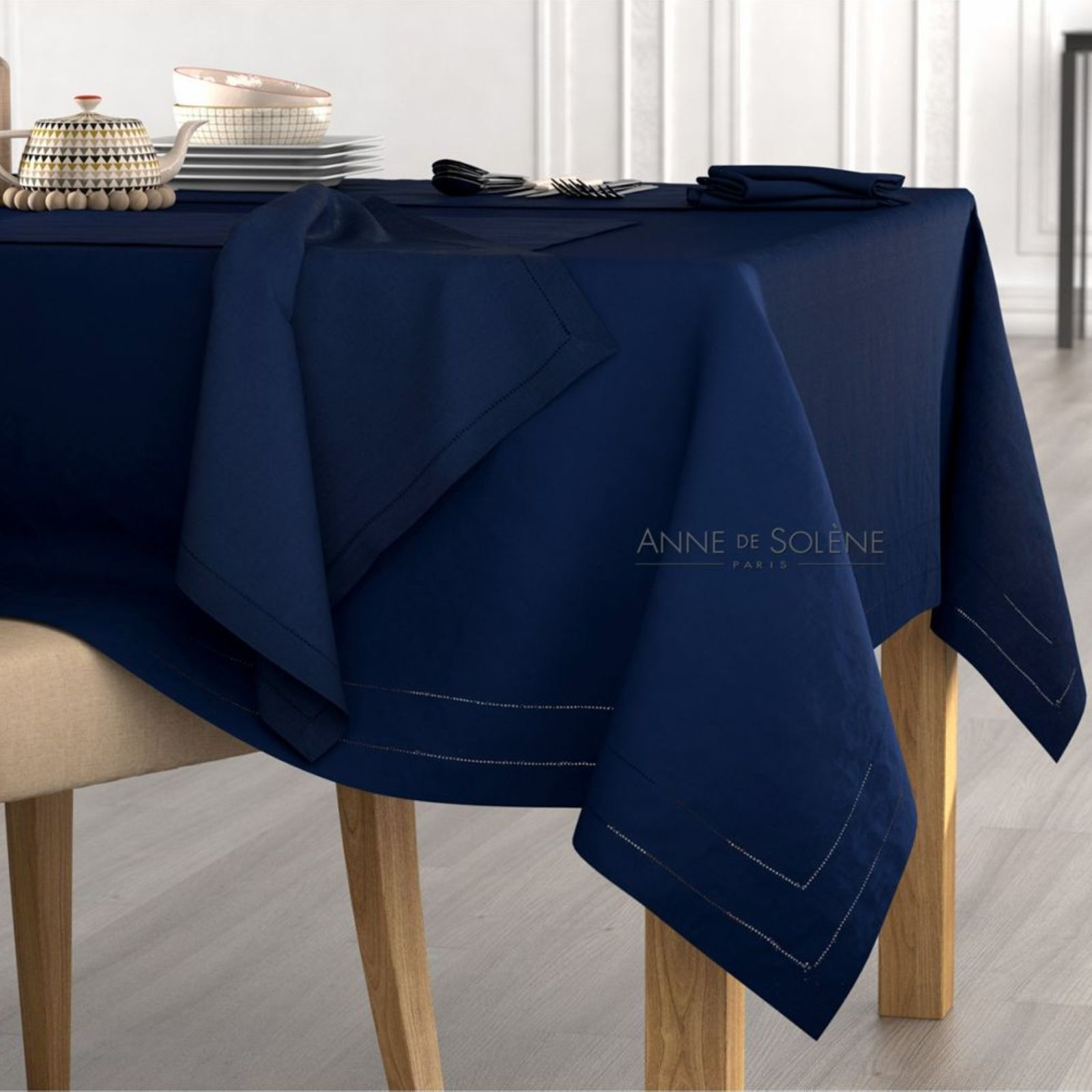 anne de sol ne metis nappe et serviettes bleu marine brandalley. Black Bedroom Furniture Sets. Home Design Ideas