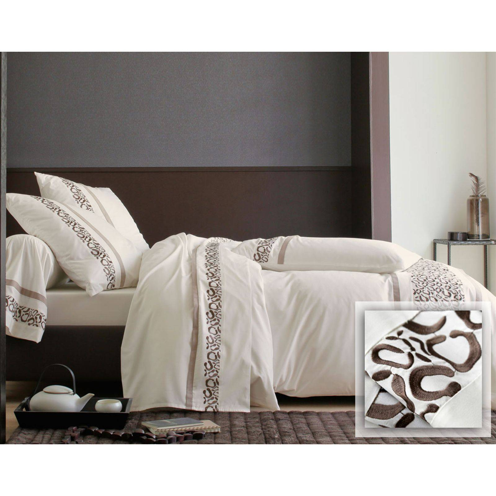 becquet housse de couette percale motif l opard brod cr me brandalley. Black Bedroom Furniture Sets. Home Design Ideas