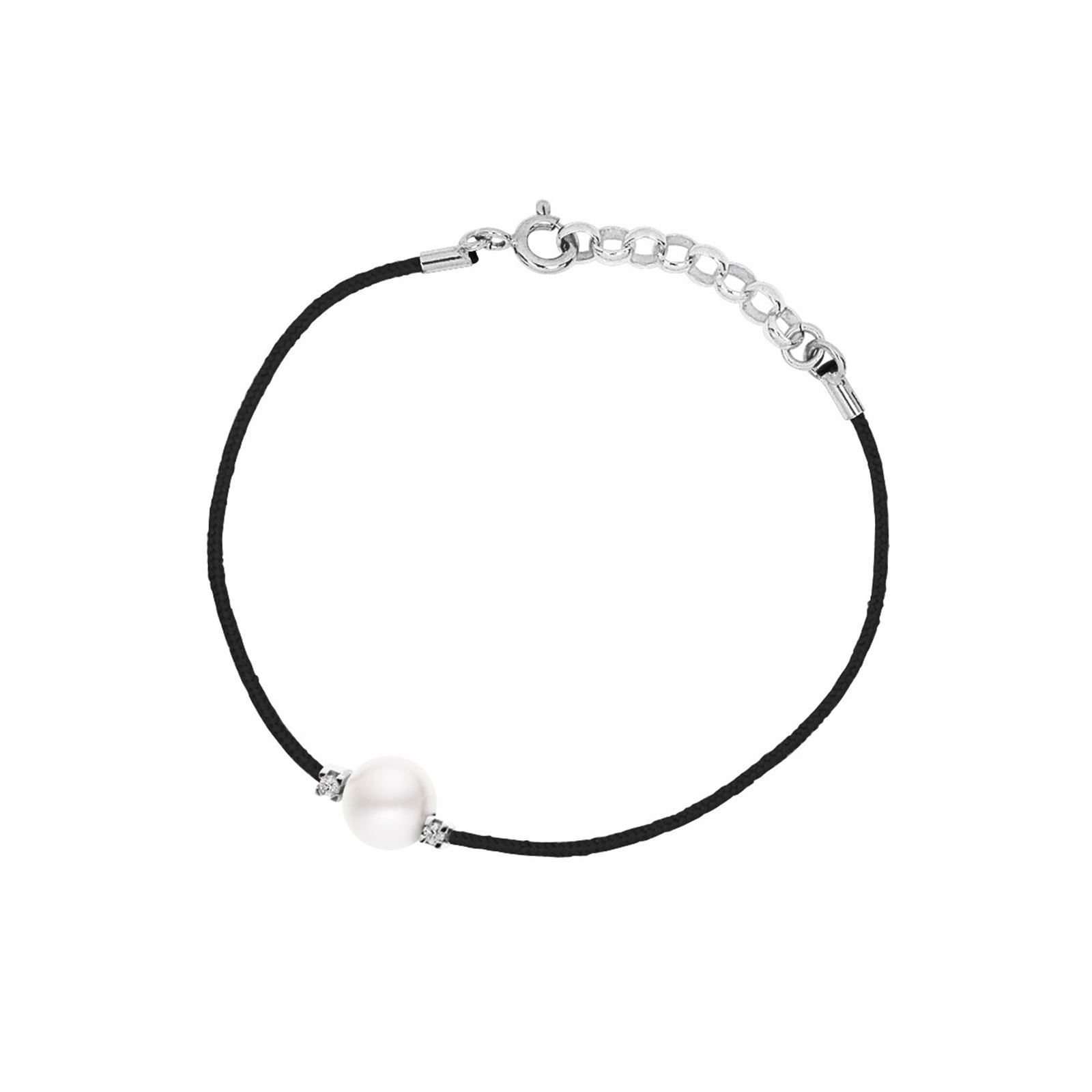 Carré Montaigne Bracelet en argent avec diamants et perle - noir - Carré Montaigne - Bracelet  Bracelet cordon  2 pierres  Type de pierre : diamant  Type de perle : perle d'eau douce, perle de culture  Couleur perle : blanc  Taille perle : 8-9 mm  Poids diamants blancs : 0,03 carats  Fermoir mousqueton  Co...