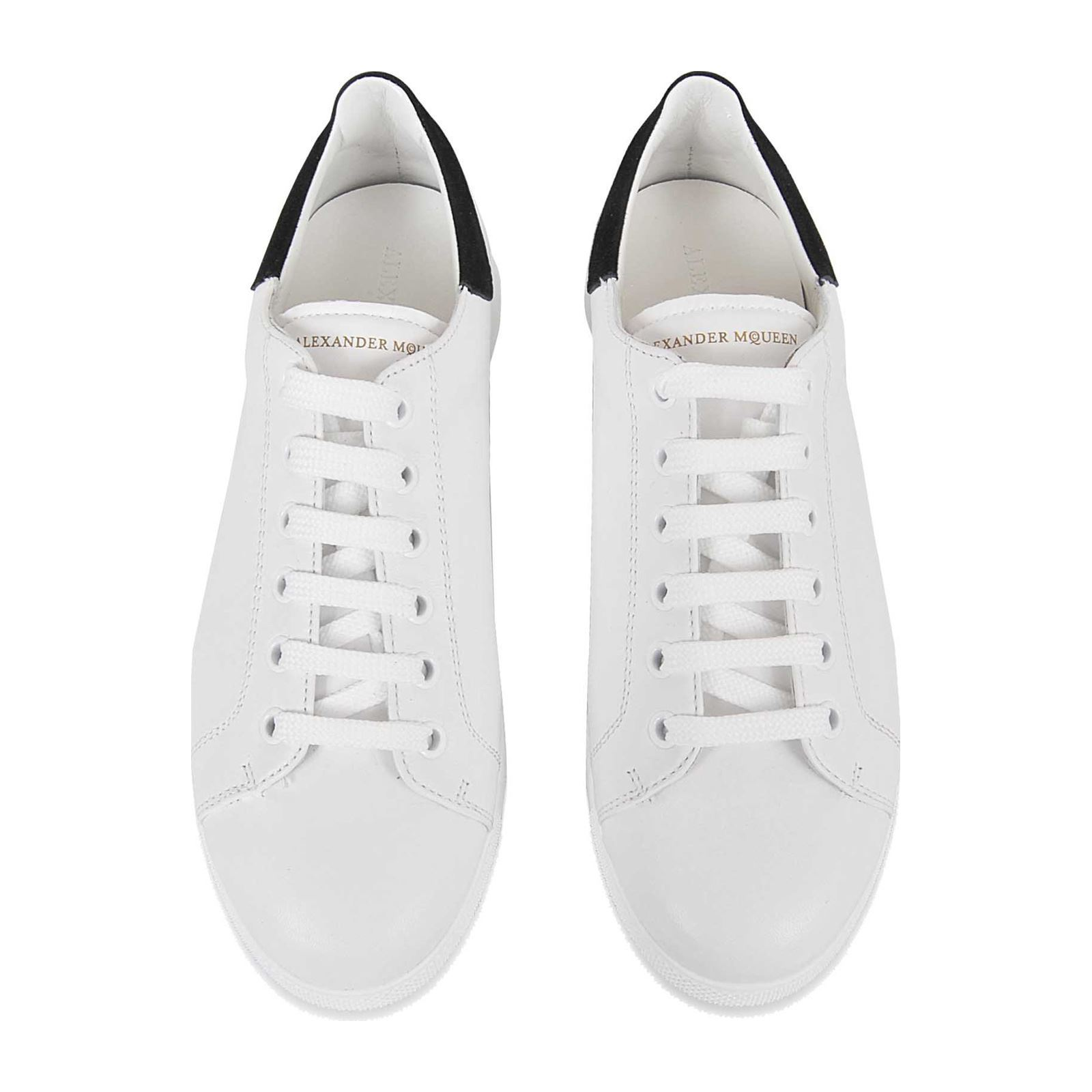 be5d332332cd Alexander McQueen Baskets - blanc   BrandAlley
