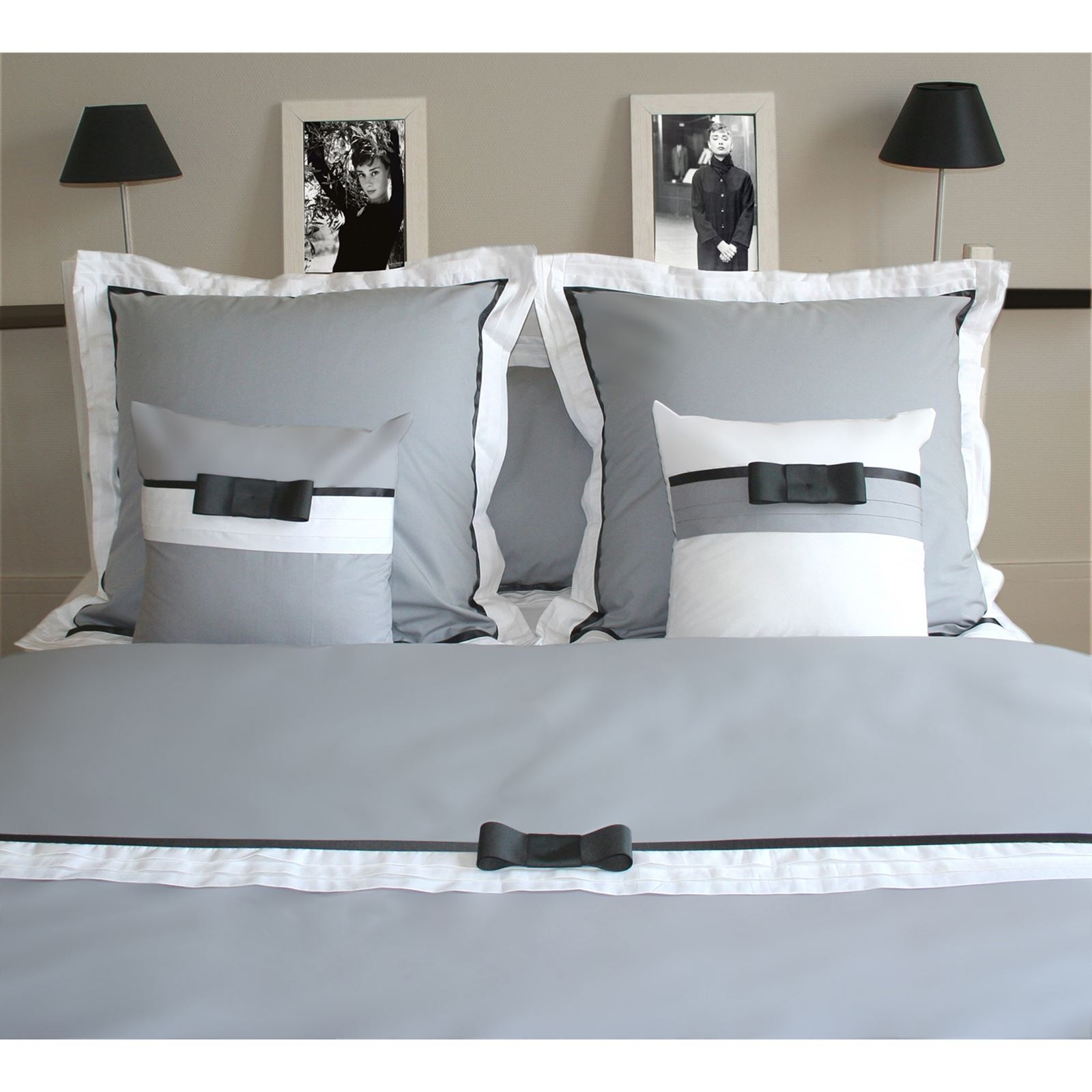 liou audrey h housse de couette gris argent blanc brandalley. Black Bedroom Furniture Sets. Home Design Ideas