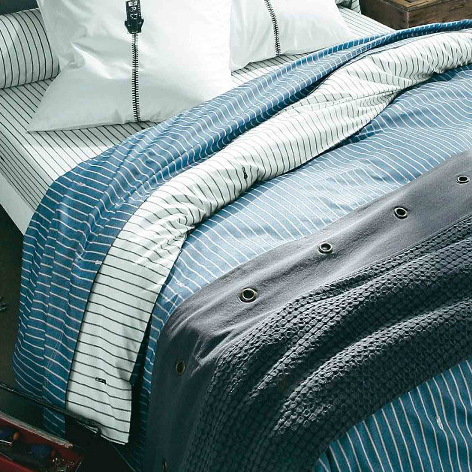 Successful living from diesel zipper housse de couette for Housse de couette bleu
