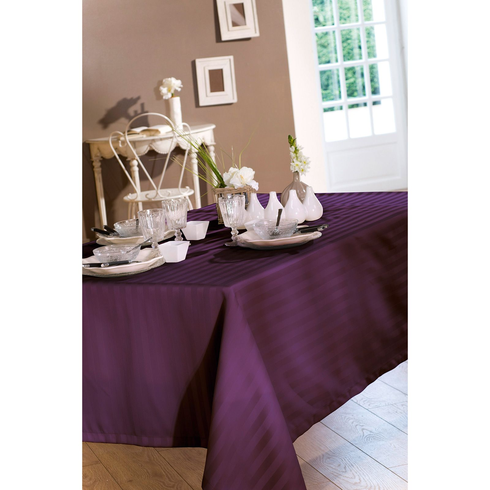 stunning nydel ovale opra nappe aubergine with nappe pour table ovale nydel. Black Bedroom Furniture Sets. Home Design Ideas