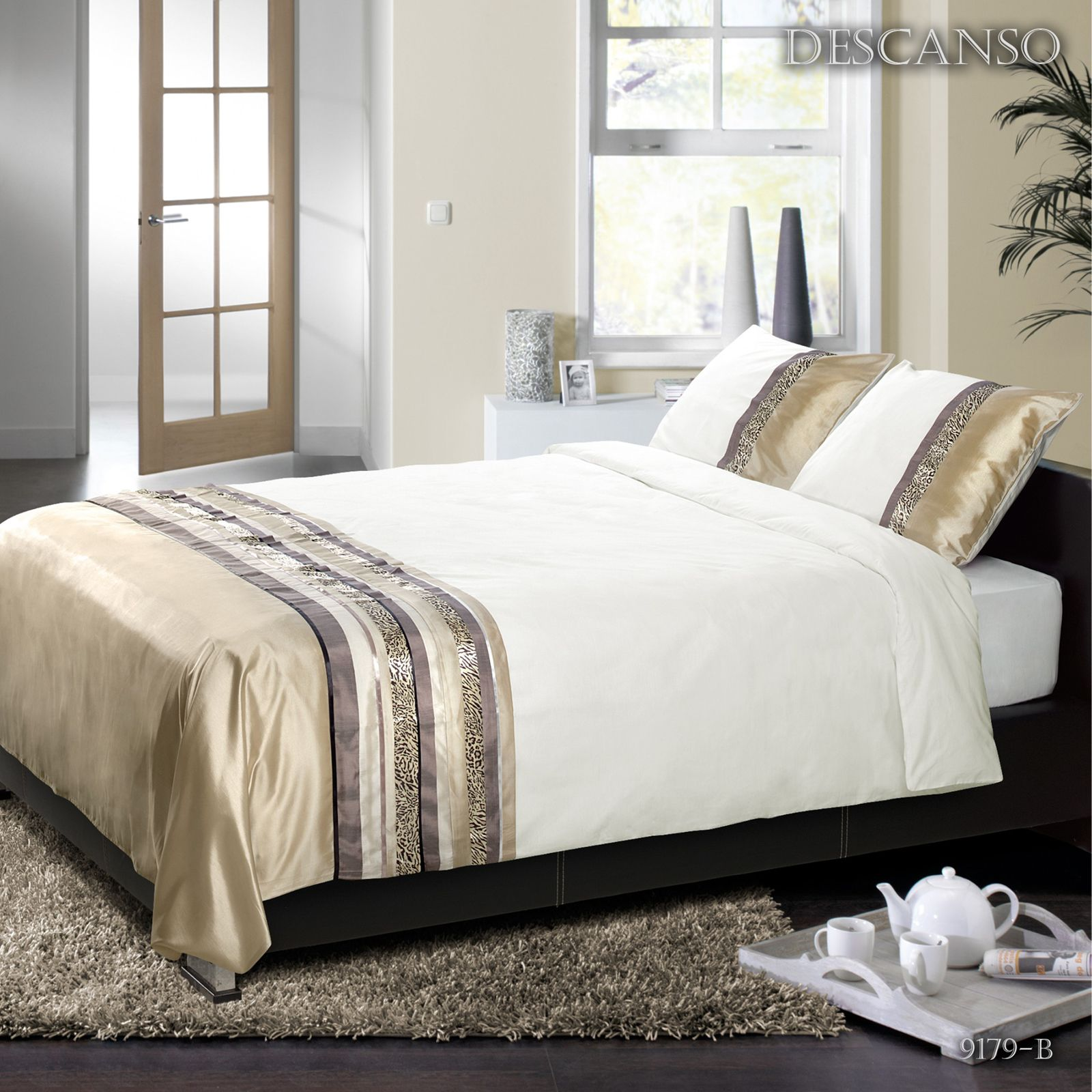 r ves et songes parure de lit beige brandalley. Black Bedroom Furniture Sets. Home Design Ideas