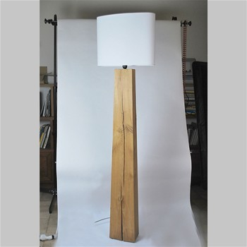 Totem No 003 - Lampe de table design en bois - beige