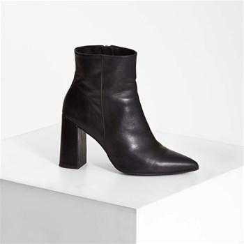 Bottines bout pointu talon carré en cuir - noir