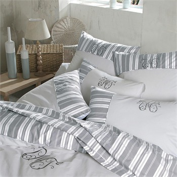 housse de couette rayures gris clair flora mundi ref 426763 brandalley. Black Bedroom Furniture Sets. Home Design Ideas