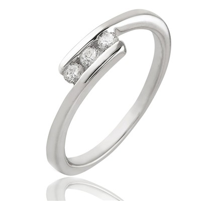 Bague en or blanc sertie de diamants - blanc